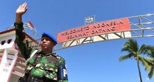 Personel TNI berjaga di pos perbatasan RI-Timor Leste di Motaain, Kabupaten Belu, NTT, Kamis (7/5). (ANTARA | HAFIDZ MUBARAK A )